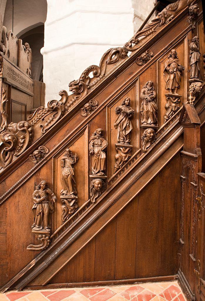 Opgangen. De afbildede apostle er fra venstre: Johannes, Jakob d.Æ, Jakob d.Y/Mattæus, Filip, Mattæus/Paulus, Bartholomæus og en smule af Mattias