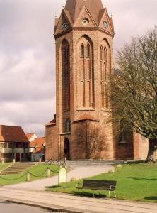 Som den eneste danske kirke har Assens Vor Frue et ottekantet tårn fra middelalderen.