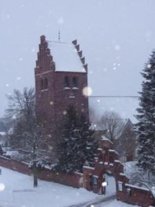 Brønshøj Kirke i snevejr lørdag morgen