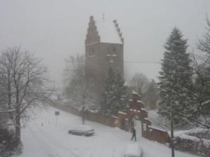 Brøsnhøj Kirke i snestorm
