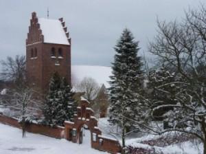 Brønshøj Kirke. Snevejret holder pause.